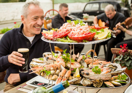 Enjoy Seafood and traditional Irish Music With Scales Golf and Travel